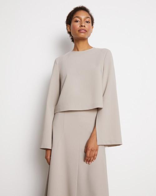 Блуза с разрезами на рукавах