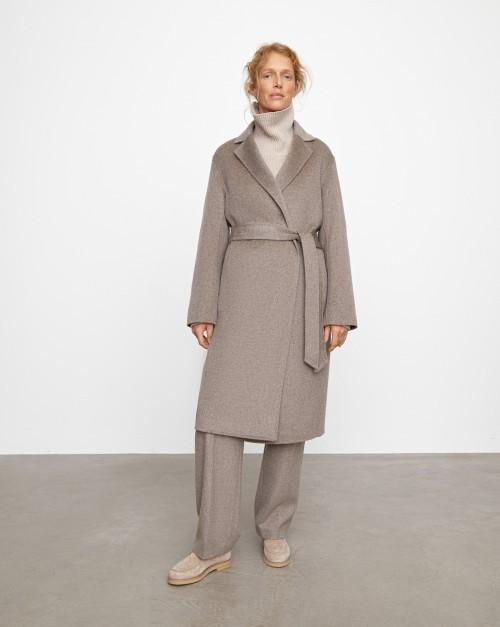 Пальто на запа́х с поясом