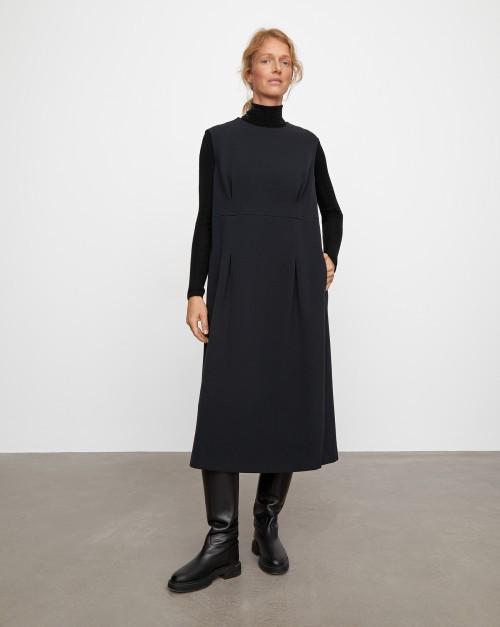 Платье объемное с защипами