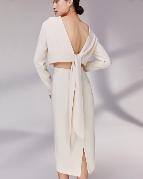 Платье с лентами на спине