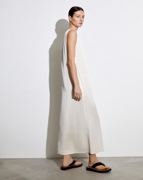 Платье с глубоким вырезом