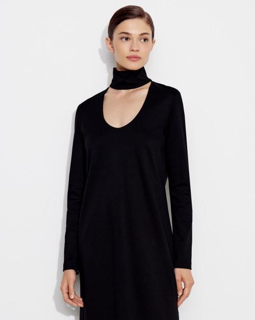 Платье из трикотажа с вырезом