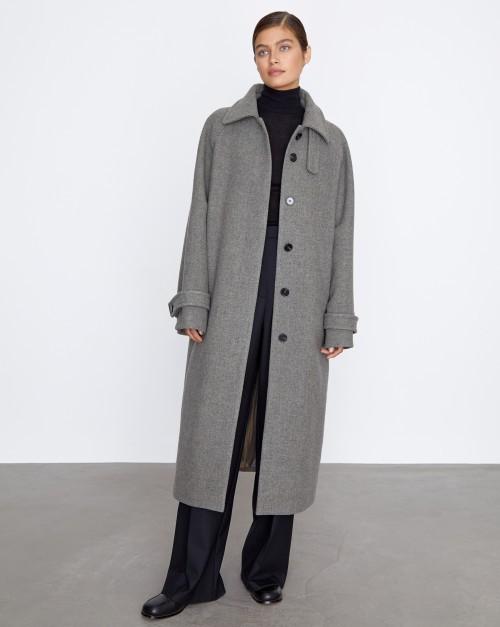 Прямое пальто из плотной шерсти
