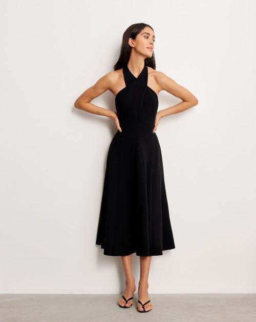Платье с воротником «халтер»