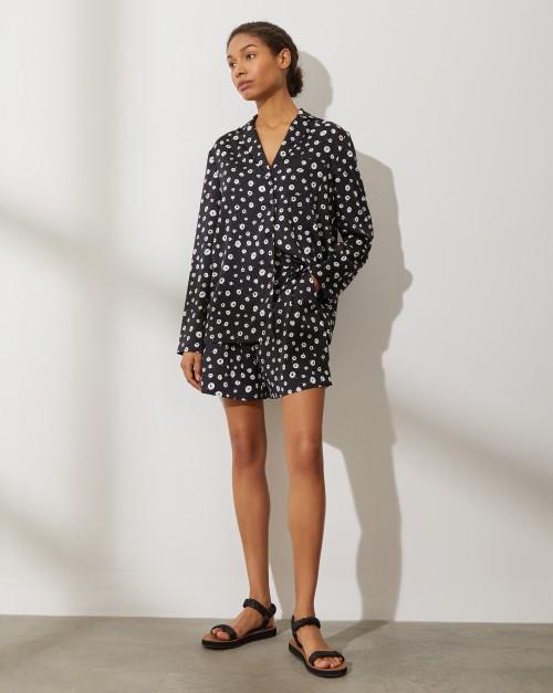Комплект: Блуза на пуговицах с широкими шортами